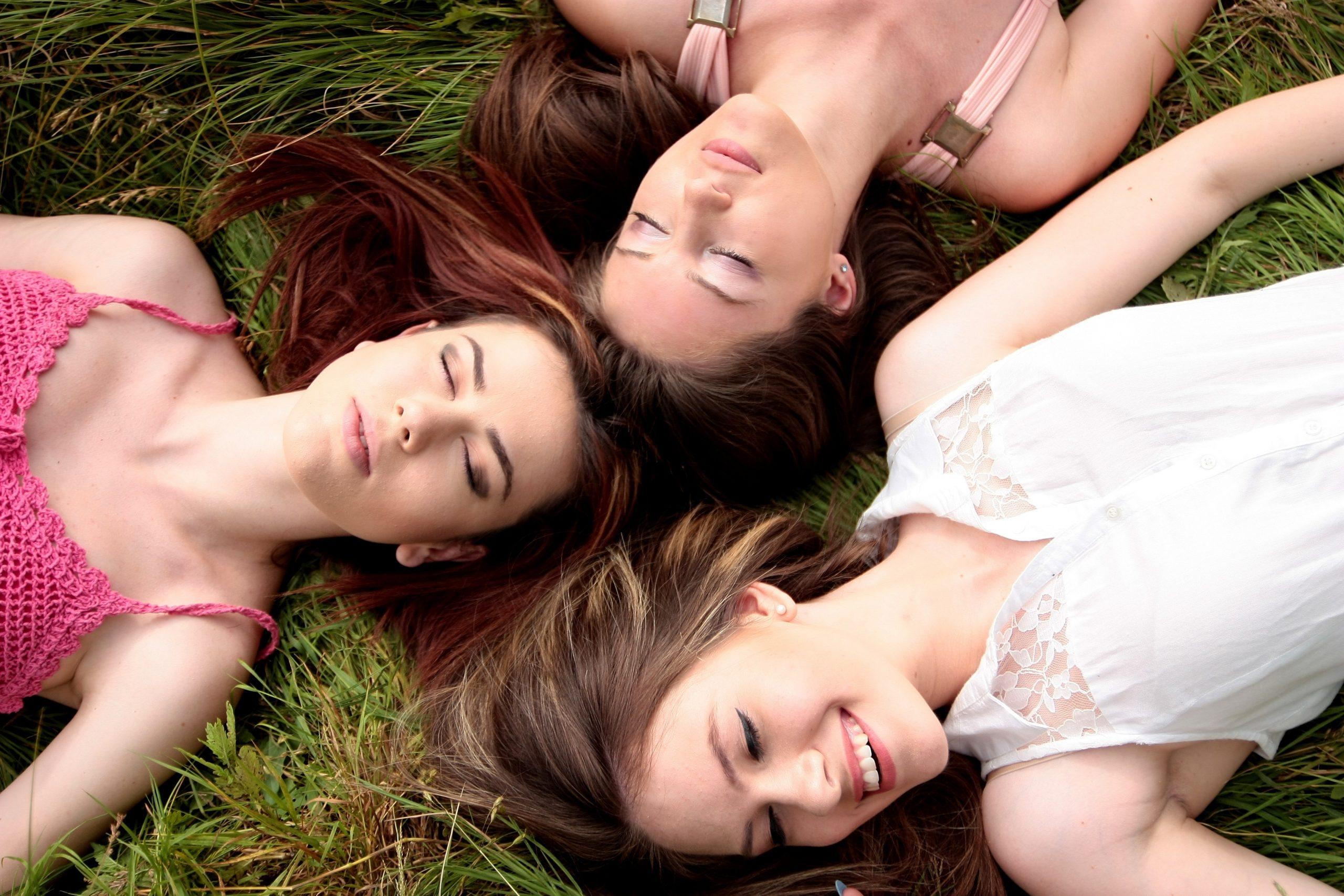 Amicizia tossica quando si vive all'estero: come riconoscerla e gestirla al meglio.